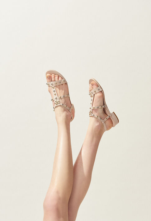 ARI : Shoes color NUDE